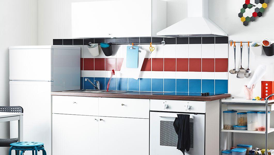 Moderne METOD Küche in Weiß mit HÄGGEBY Fronten in Weiß, dunkler - moderne dunstabzugshauben küche