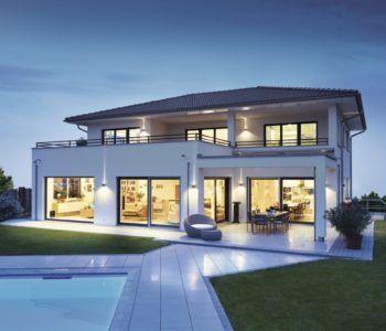 stadtvilla mit walmdach und pool weberhaus exterior pinterest satteldach. Black Bedroom Furniture Sets. Home Design Ideas