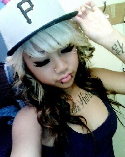 Love the piercings N her hair N makeup <3