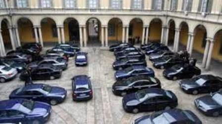 Il tanto sbandierato taglio sulle auto blu della Spending Review? E' solo del 3% ! Solo una coincidenza? Non credo. Ci pigliano per il culo? Questo ormai è certo !!