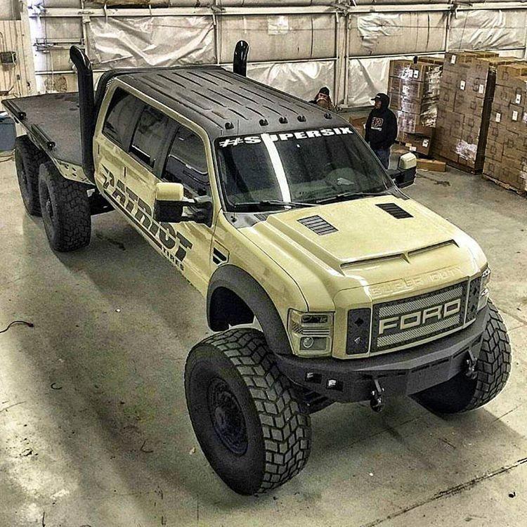 große LKWs und Mädchen   - Ford -
