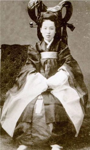 Queen Min (Empress Myeongseong) in 1895 Seoul  She was