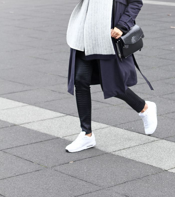 Outfit Big Coat Scarf And Nike Air Max Mydubio Fashion Details Pinterest Nike Air Max