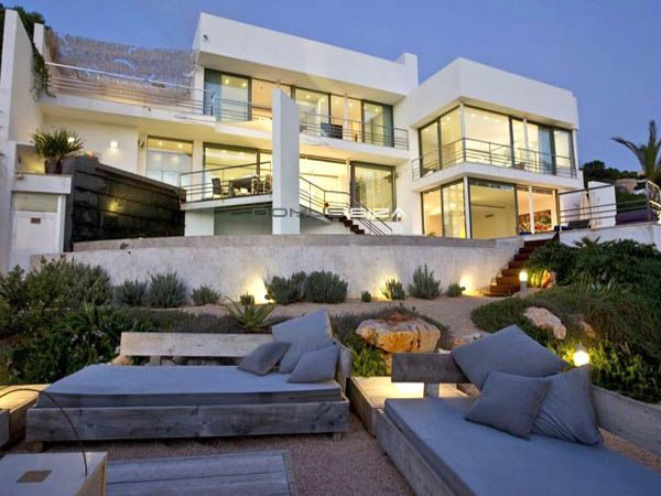 This is a very spacious, light and airy modern house with a selection of terraces to chill out or dine on. It is ideally...