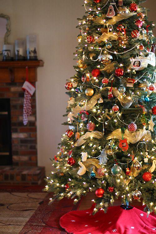 A New Christmas Tree From Tree Classics Giveaway The Mom Creative Classic Christmas Tree Cool Christmas Trees Christmas Tree Ornaments