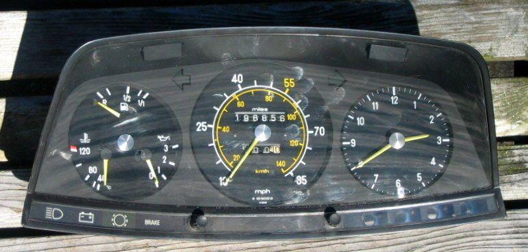 81-85 MERCEDES W123 300D 300TD 300CD INSTRUMENT CLUSTER
