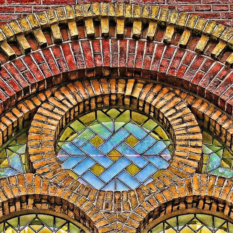 Artesanía del ladrillo: geometría artística en Tilburg(Holanda).   Matemolivares