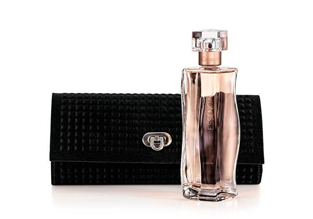 Essencial te convida a assumir com coragem o que há de único em você. Neste presente, você confere o Deo Parfum Essencial Feminino Clássico e 1 Bolsa de Mão Exclusiva, para deixar sua marca de personalidade onde for.