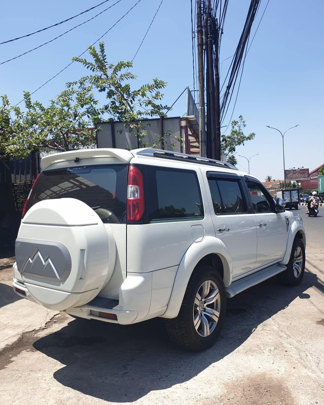 Bismillah Dijual Ford Everest 2 5 Xlt Matic 2011