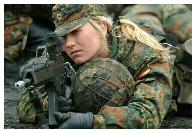 German Army Bundeswehr Recruit Training With Hk G36 Bundeswehr Bundeswehr Frauen Bundeswehr Soldaten