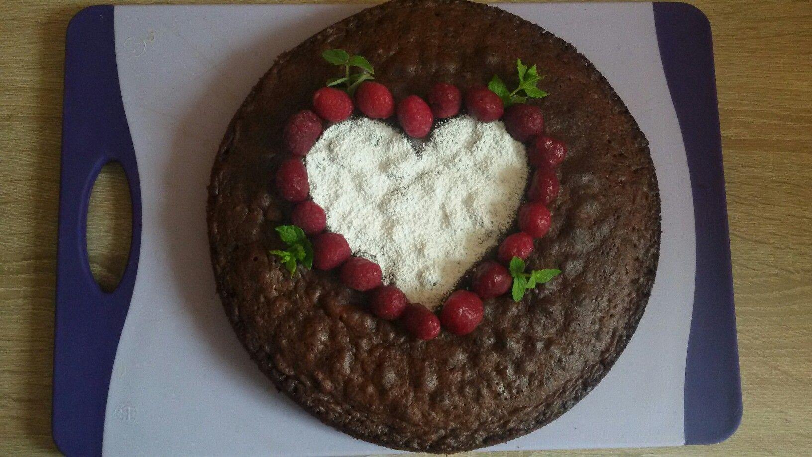 Küchenideen klein schokoladenkuchen mit herz  my cakestorten  pinterest