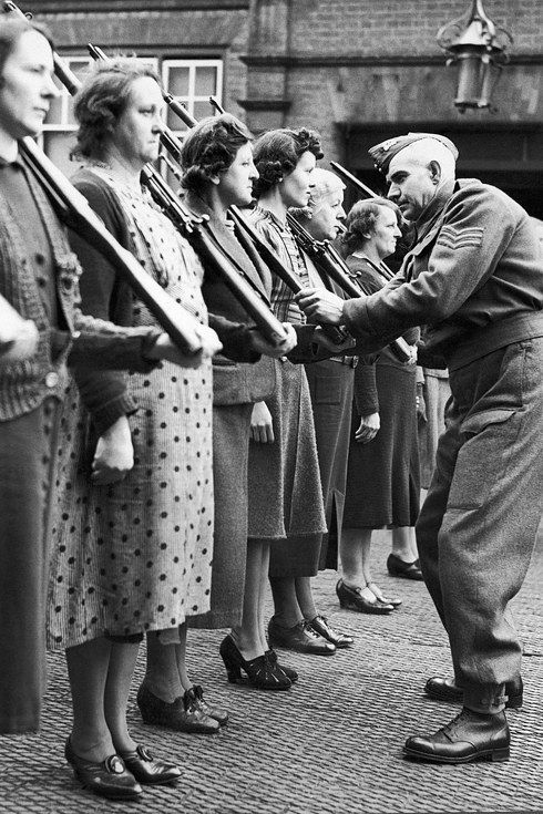 28 Badass Historic Pictures Of Women During WWII