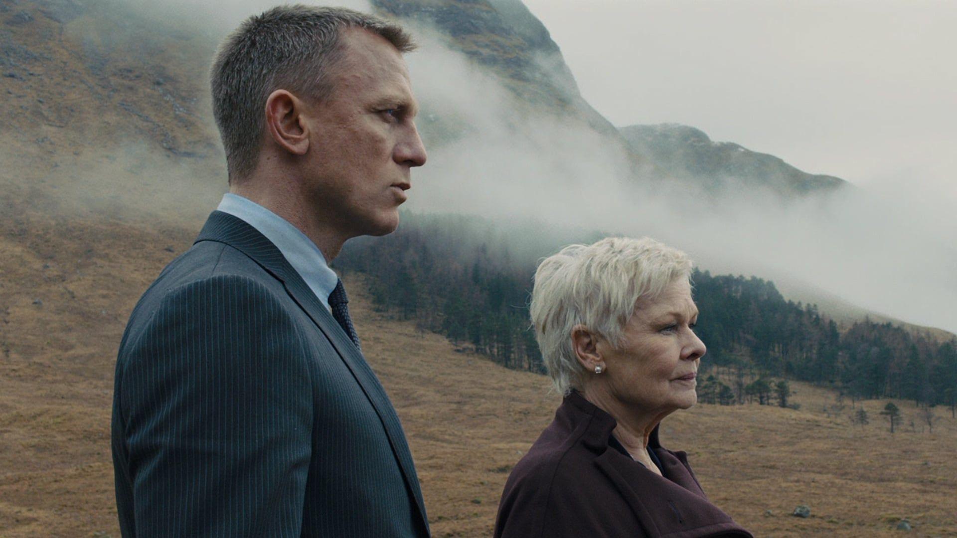 007 Skyfall 2012 Online Teljes Film Filmek Magyarul Letoltes Hd A 007 Es Immar 23 Alkalommal Vallalkozik A Lehetetlenre Ho Skyfall Movies Old Movie Posters