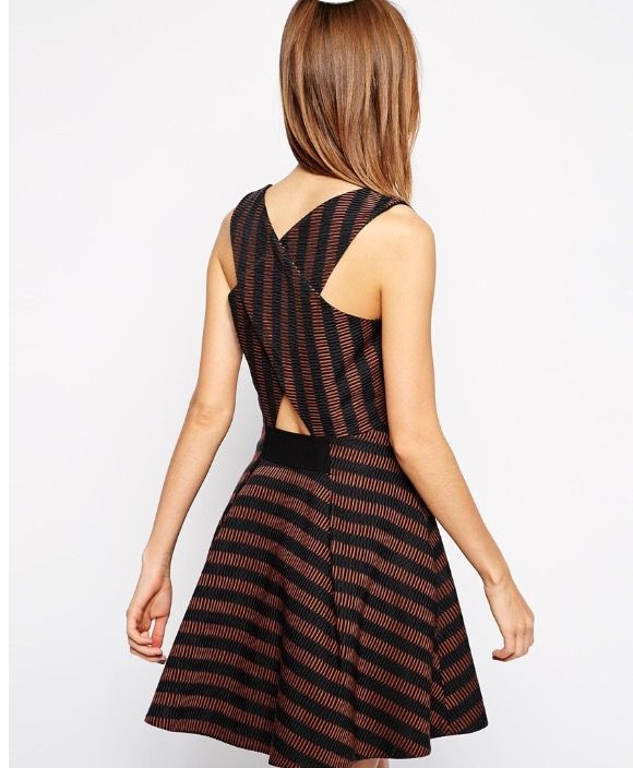 I love the back of this dress..