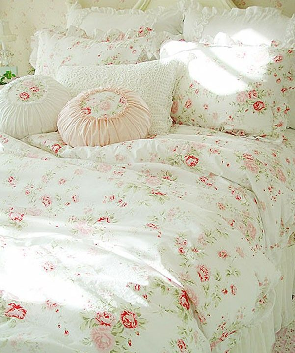 les 25 meilleures id es de la cat gorie parures de lit shabby chic sur pinterest literie chic. Black Bedroom Furniture Sets. Home Design Ideas
