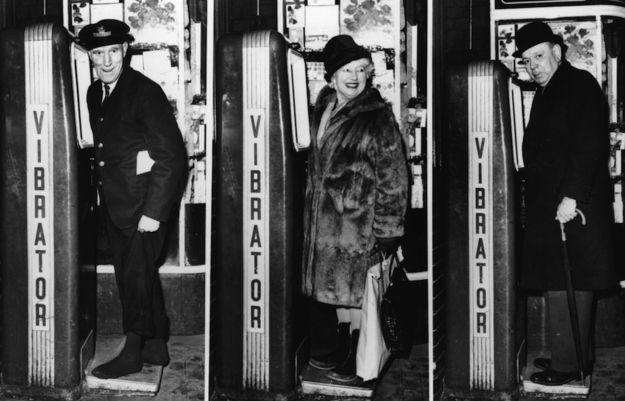 inventions des annees 60 chatouille de pieds   12 inventions des années 60   photo objet invention image années 60