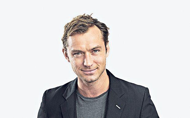 Jude Law (hueso cejas separado)