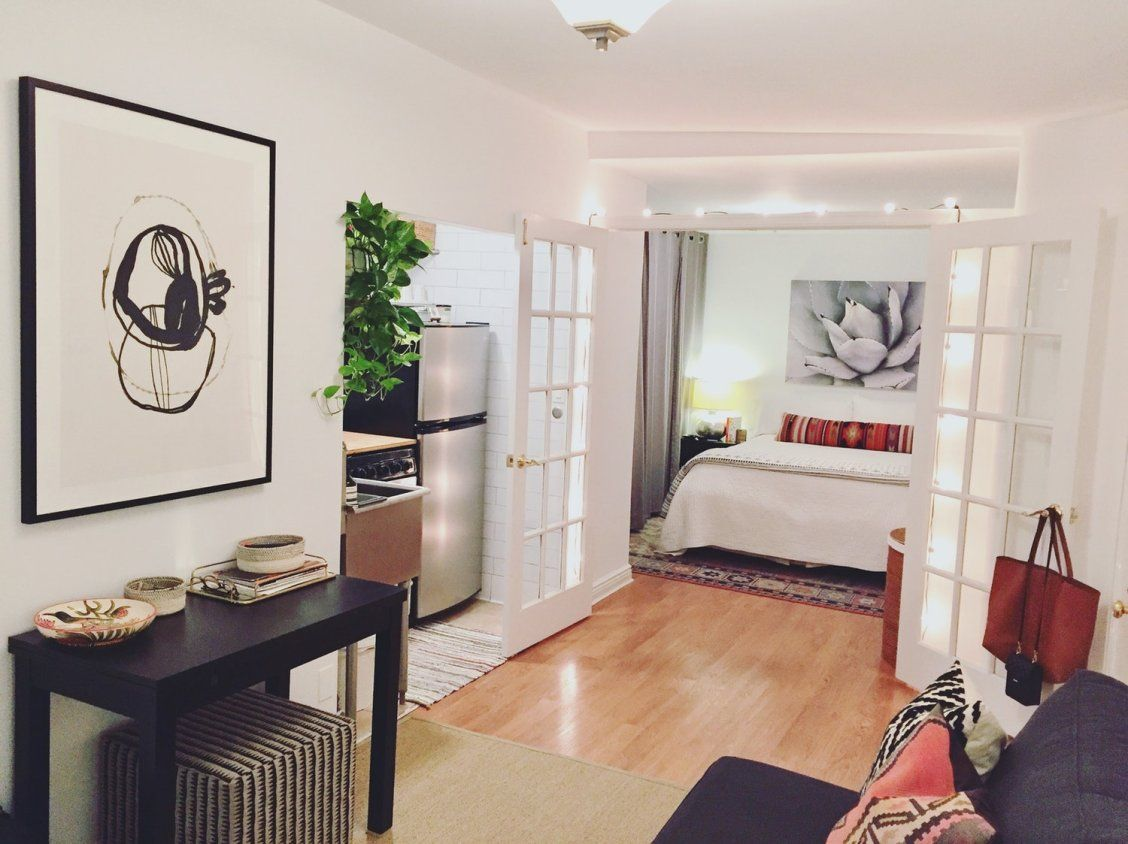 A 250 Square Foot Nyc Studio Is Tiny But Tidy With Images Small Apartment Decorating Small Space Living Farm House Living Room