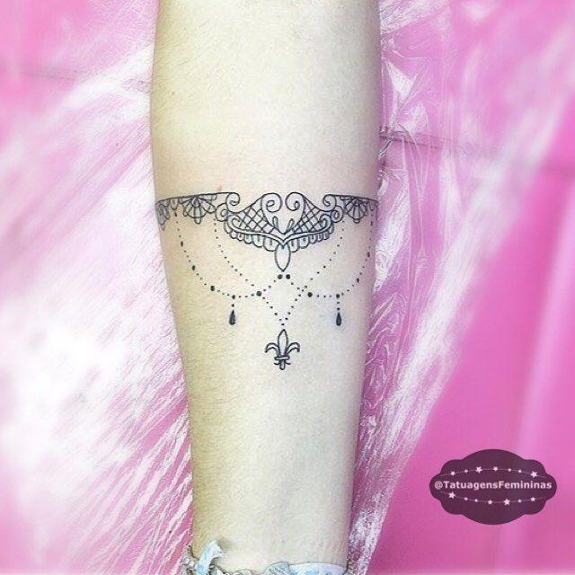 "7,145 Likes, 102 Comments - Tatuagens • Tattoos  1,6m (@tatuagensfemininas) on Instagram: ""Bracelete • Tattoo Artist: .  @Joymaximus . ℐnspiração 〰 ℐnspiration . #tattoo #tattoos #tatuagem…"""