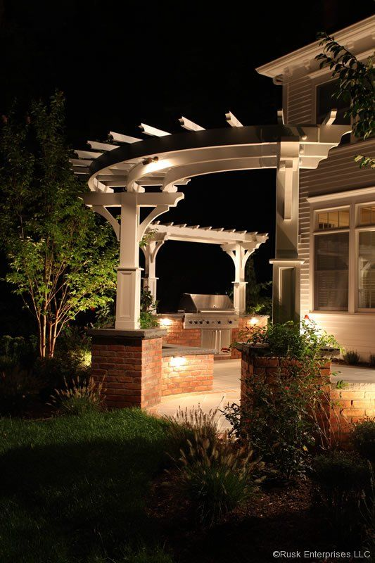 Curved Pergola With Single Posts Pergola Patio Pergola