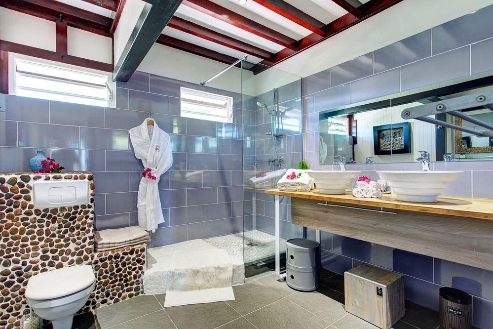 Villa de prestige vue mer avec piscine en Guadeloupe - La Salle de douche commune