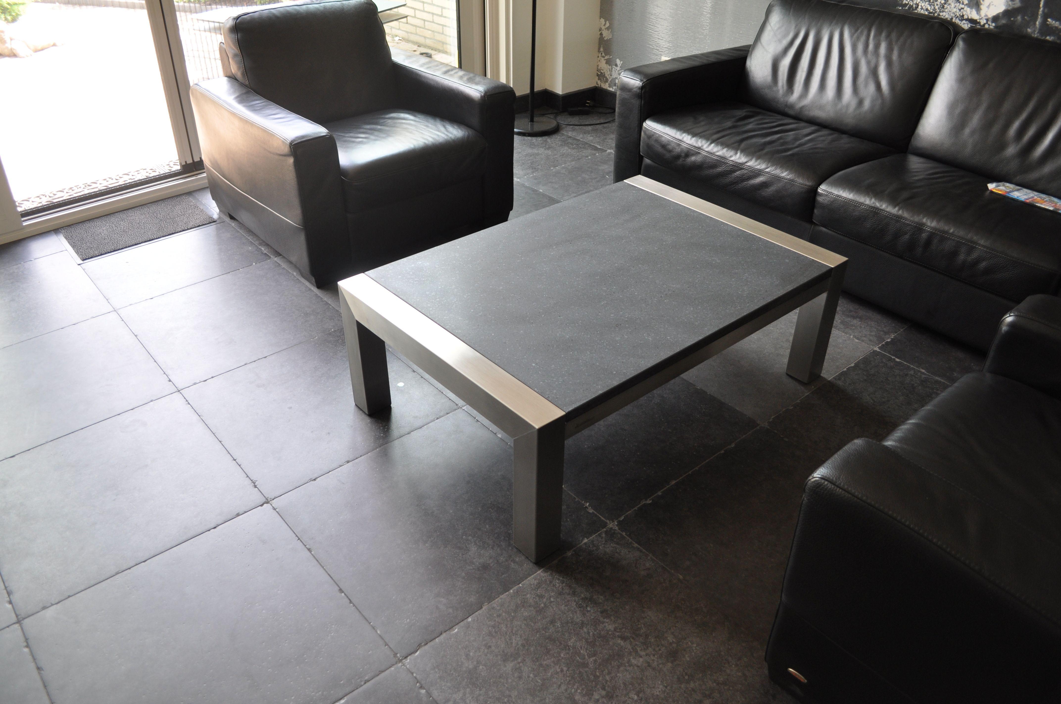 Moderne #salontafel met #rvs en natuursteen. #tafel #modern