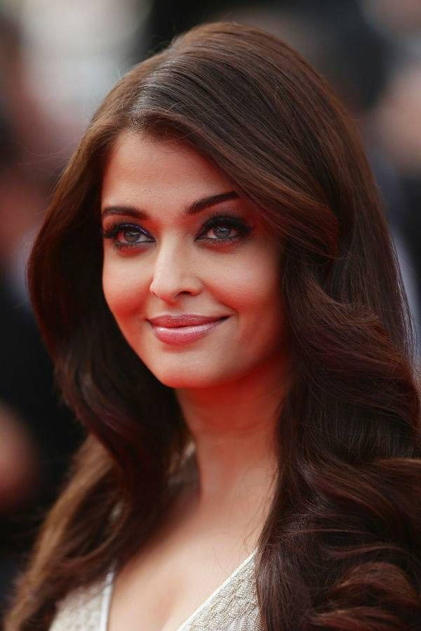 Celebs Who Don T Look Their Age The Times Of India Photogallery Bollywood Hairstyles Long Hair Styles Hair Movie