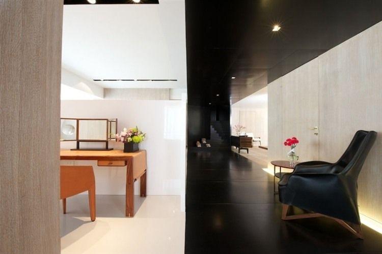 Showroom in Mumbai House rooms, Modern