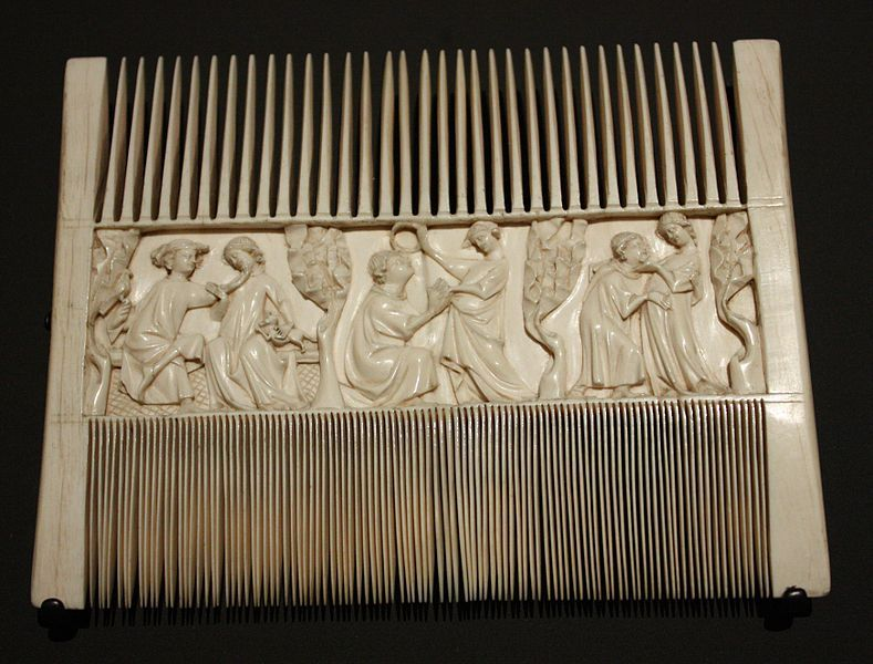 Comb with lovers in a garden- 2nd quarter 14th century, Paris, Ivory