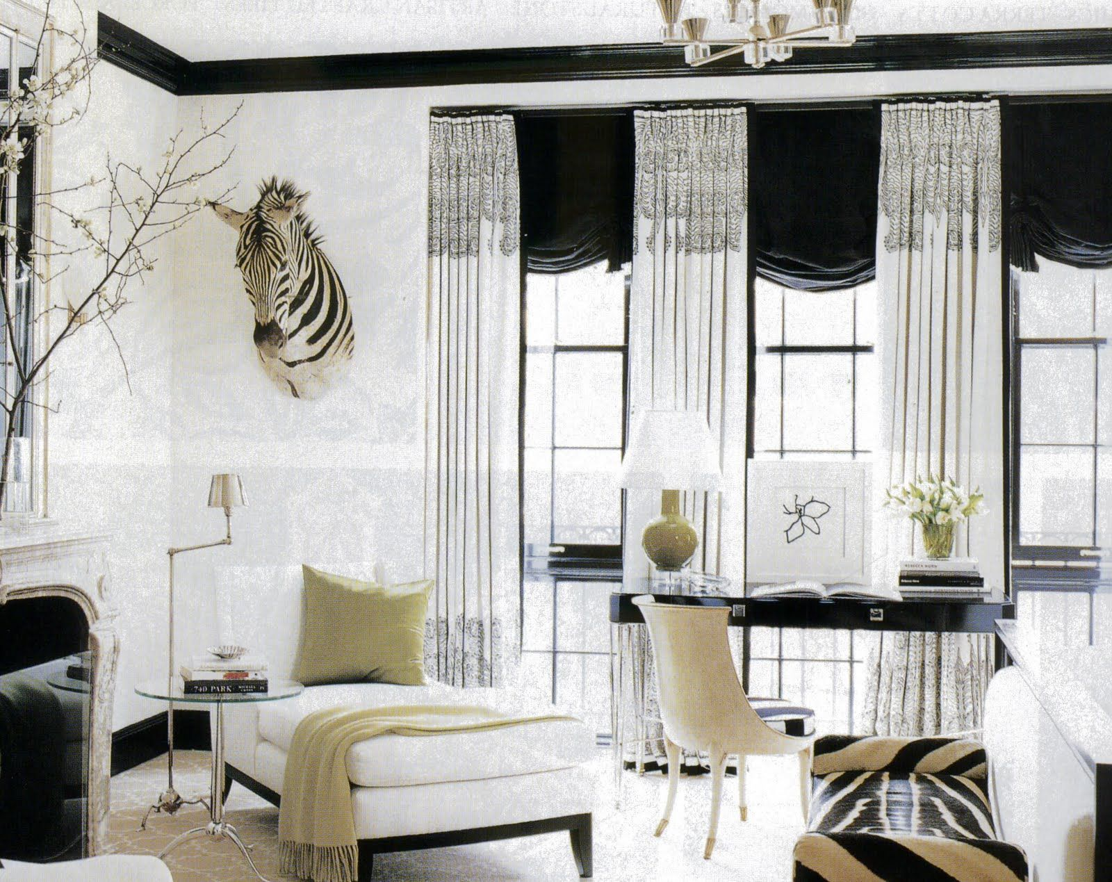 I Simply Adore These Paisley Curtains Beautiful Room By Brian Mccarthy Elle Decor Bedroom With Sitting Area Home Elle Decor