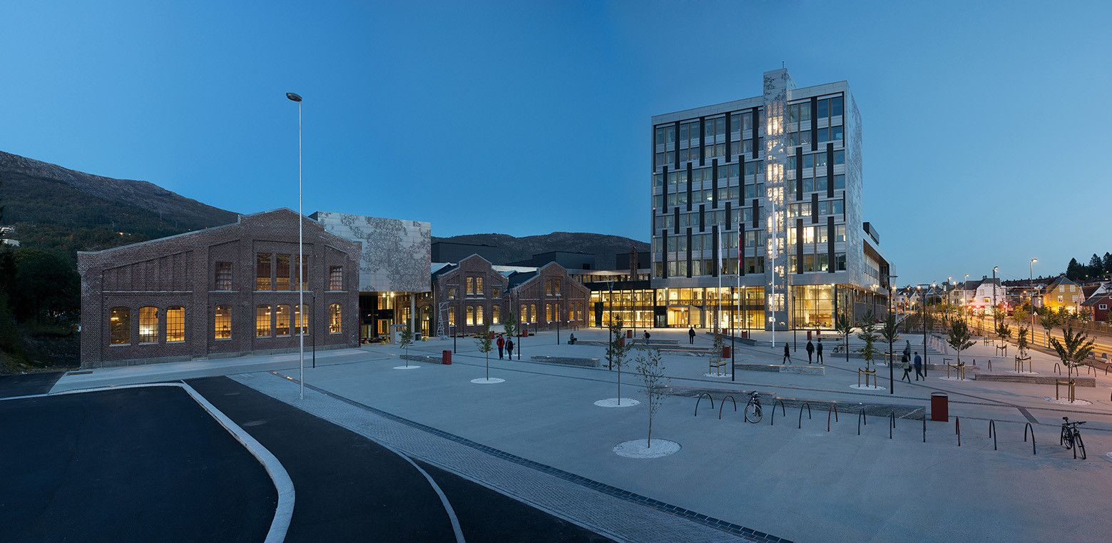 Built by Cubo Arkitekter,HLM Arkitektur in Bergen, Norway Bergen University College brings together the engineer, teacher and health educations in one new building complex. Th...