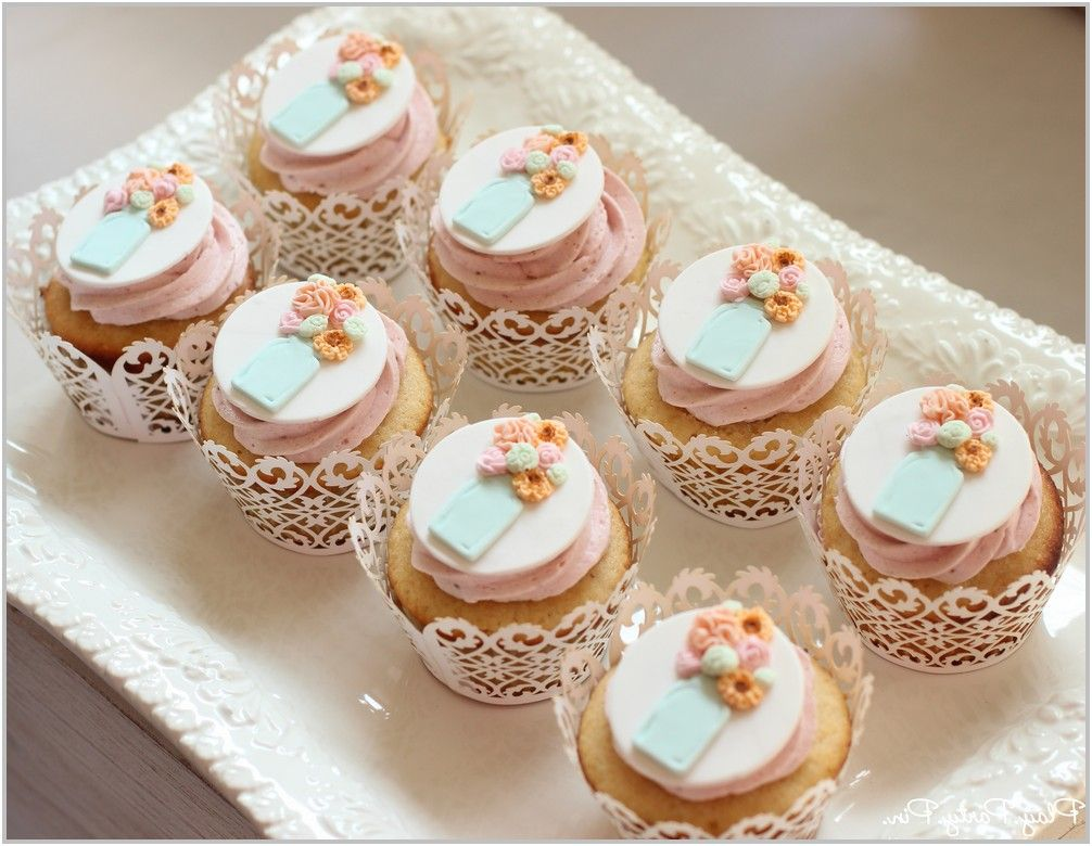 Pin by James Runel on FOOD Mini cupcakes, Flower