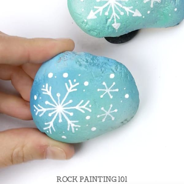 How to draw a snowflake to make a fun winter painted rock is part of Painted rocks kids, Painted rocks, Drawings, Snowflakes, Stone painting, Rock hunting - Learn how to draw a snowflake and make beautiful winter painted rocks in one video tutorial! Perfect for winter rock hiding or for decorating your home