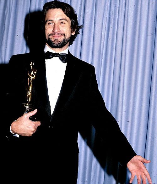 Robert De Niro With His Oscar For Raging Bull At The 53rd Academy Awards 1981 Movie Stars Actors Robert De Niro