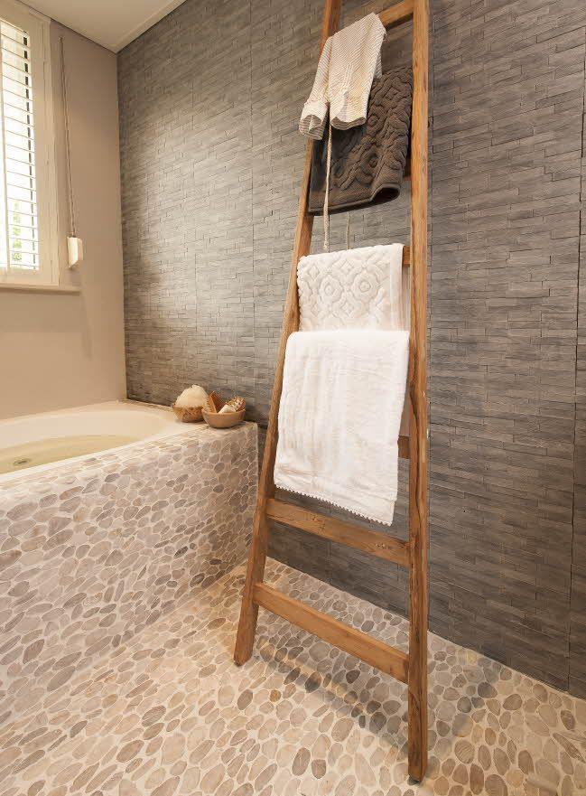 Praxis | Met een houten handdoekenrek krijg je net een andere ...