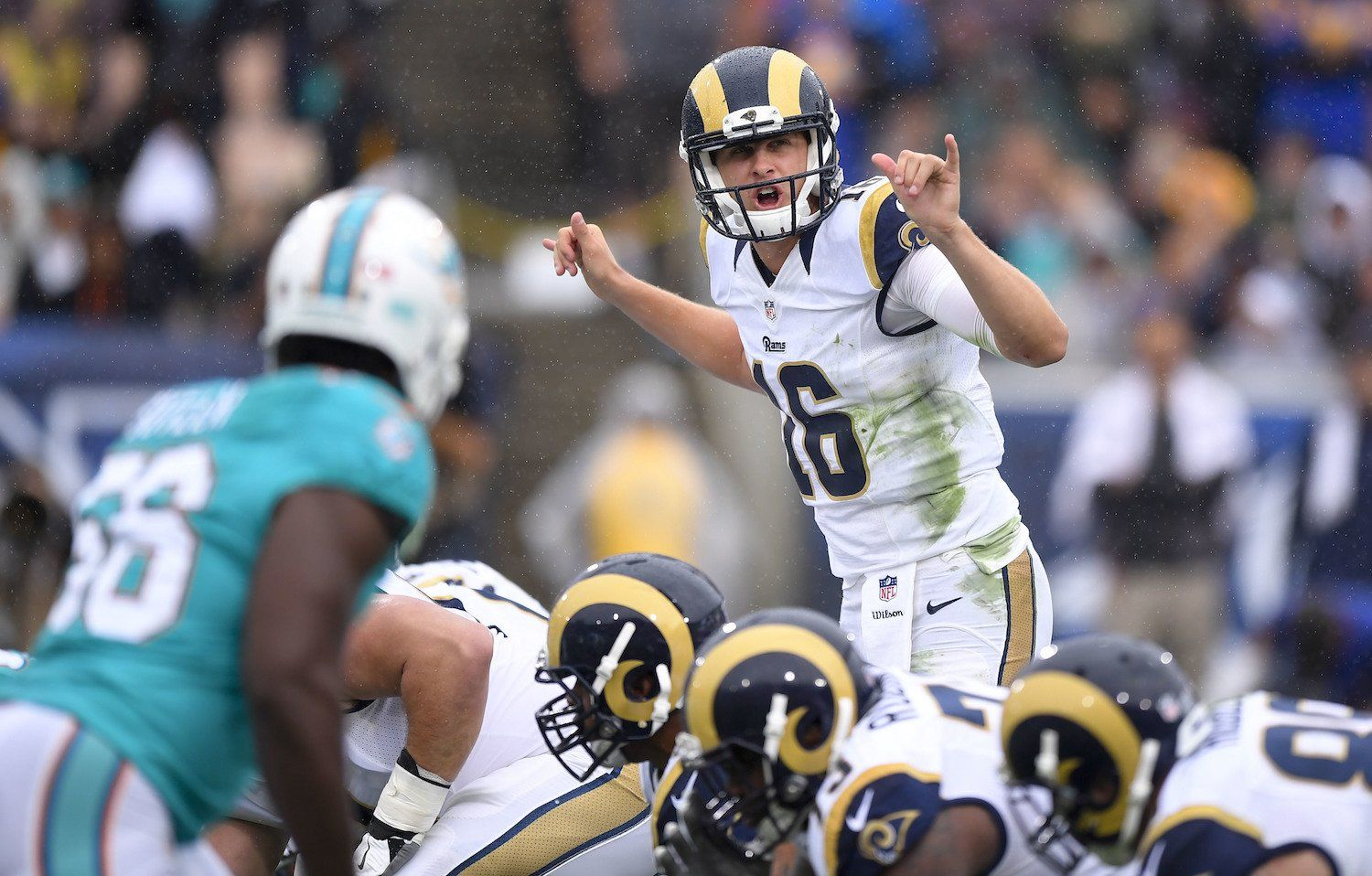 Jared Goff S Rams Debut Featured A Nice Scramble And Little Else Business Insider Los Angeles Rams Jared Goff Rams Football