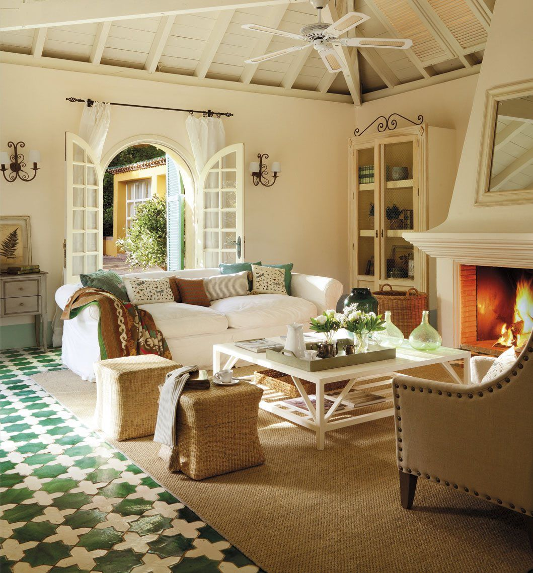 Salón en blanco y verde. Arcos y chimenea. | Cosas para comprar ...