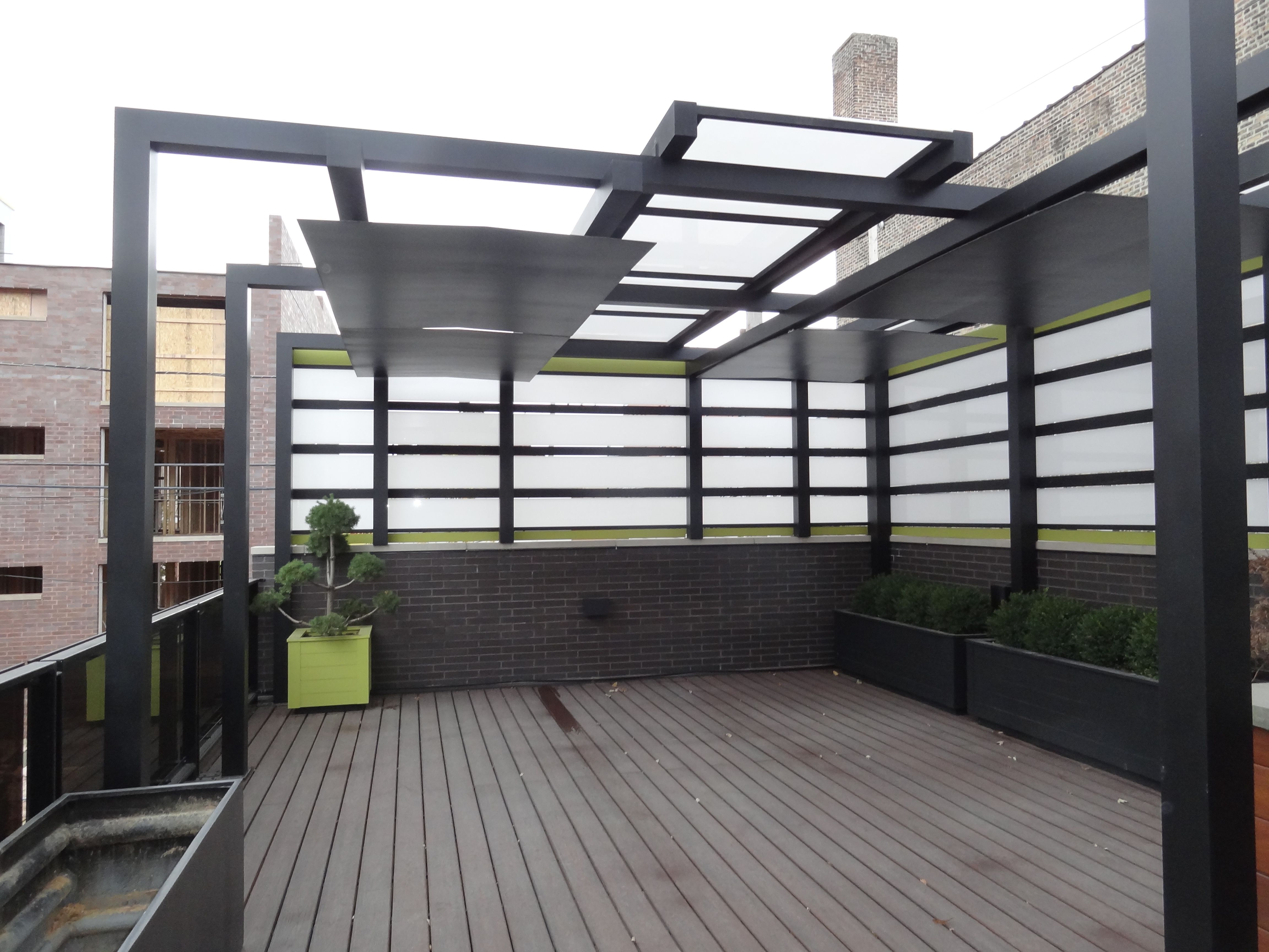 metal pergola roof top privacy screening urban garden landscape design topiarius. Black Bedroom Furniture Sets. Home Design Ideas