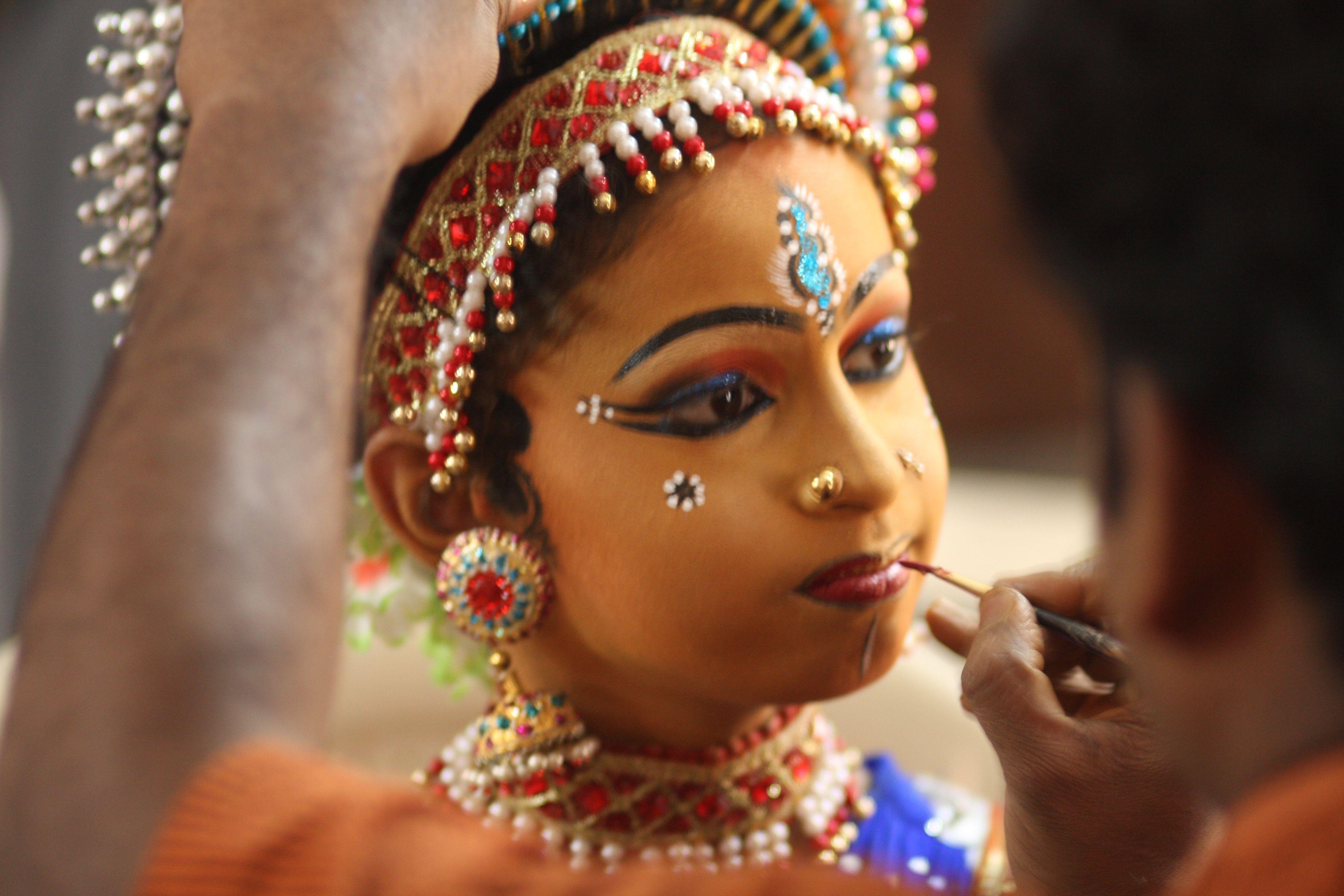 Focus on… Traditional Indian MakeUp African makeup