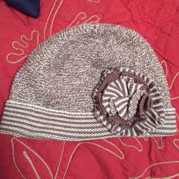 Knit Hat White and light brown knit hat, super warm, flower detail, perfect condition, never worn, Express Accessories Hats