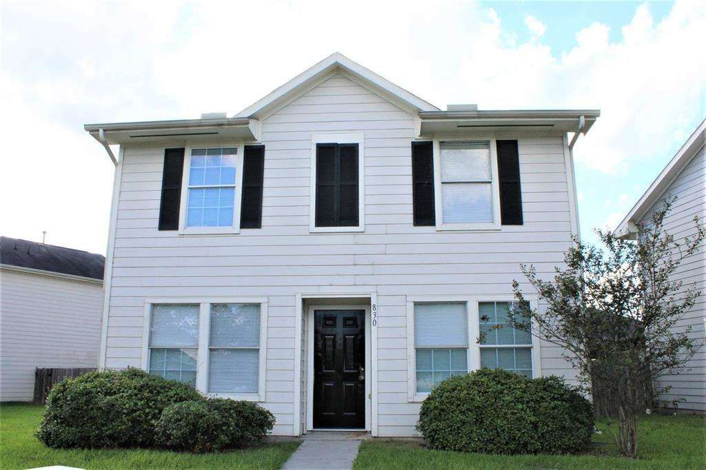 Spacious 3 Bedroom 2 1 2 Bath Home With Detached Garage With