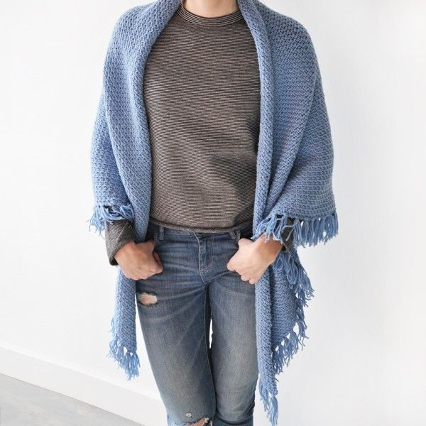 The granite stitch is the hottest crochet stitch of this moment! Crochet your own gorgeous wrap!