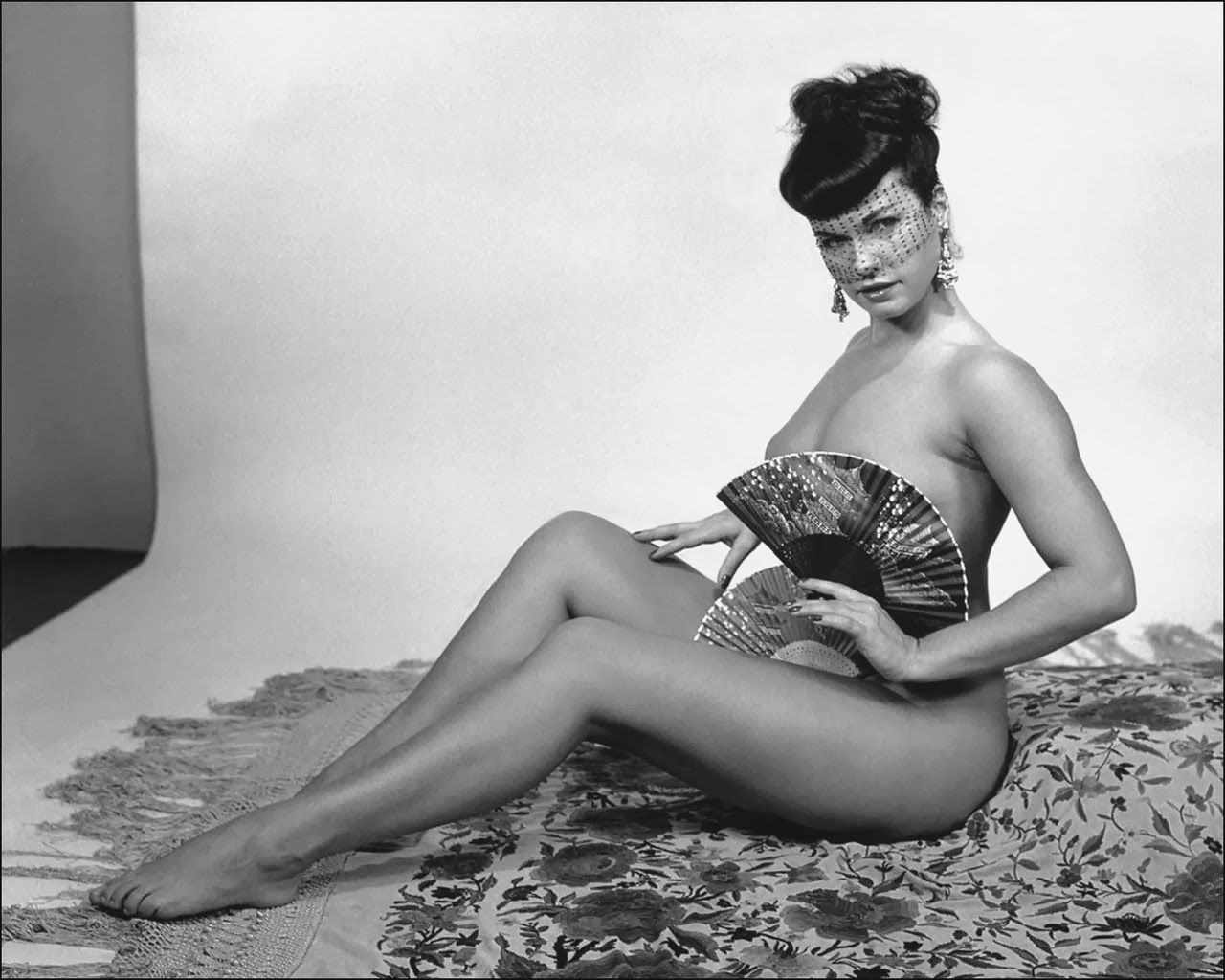 Sensational Happy Birthday To The Queen Of Pin Ups Bettie Page Mothers Hairstyles For Women Draintrainus
