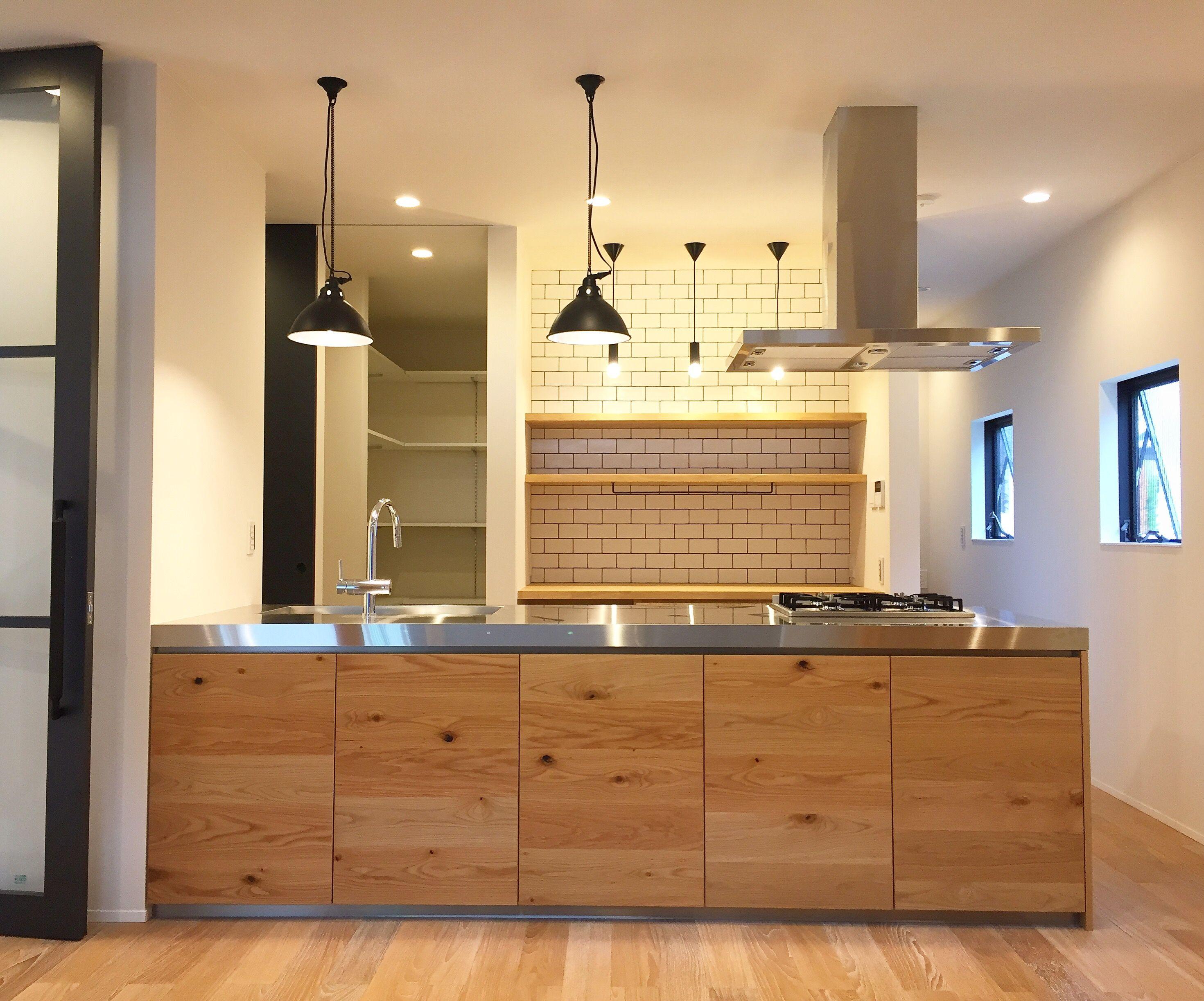 施工事例 ペニンシュラキッチン 節ありオークの扉と厚い