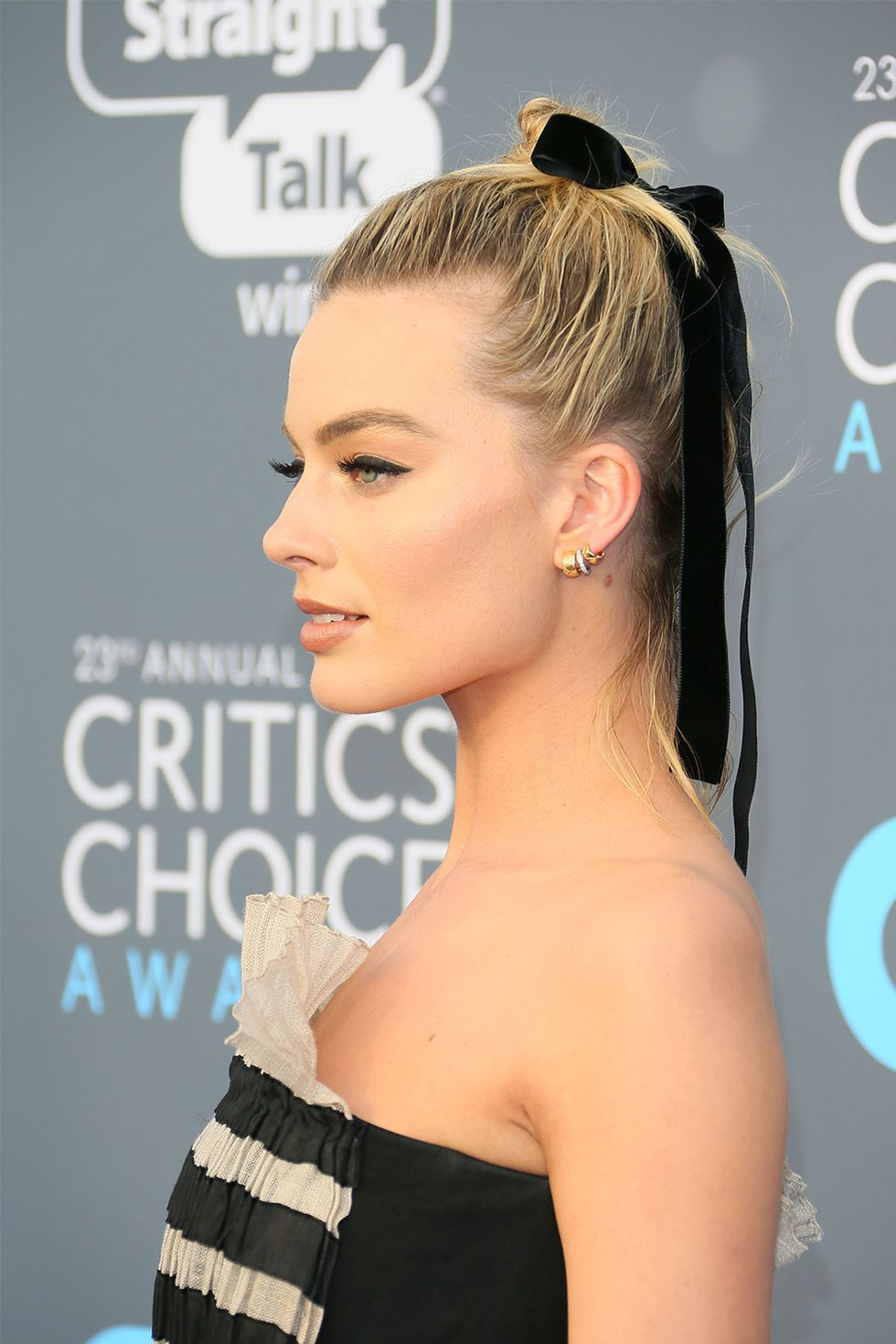 These updos are really easy to achieve easy hairstyles