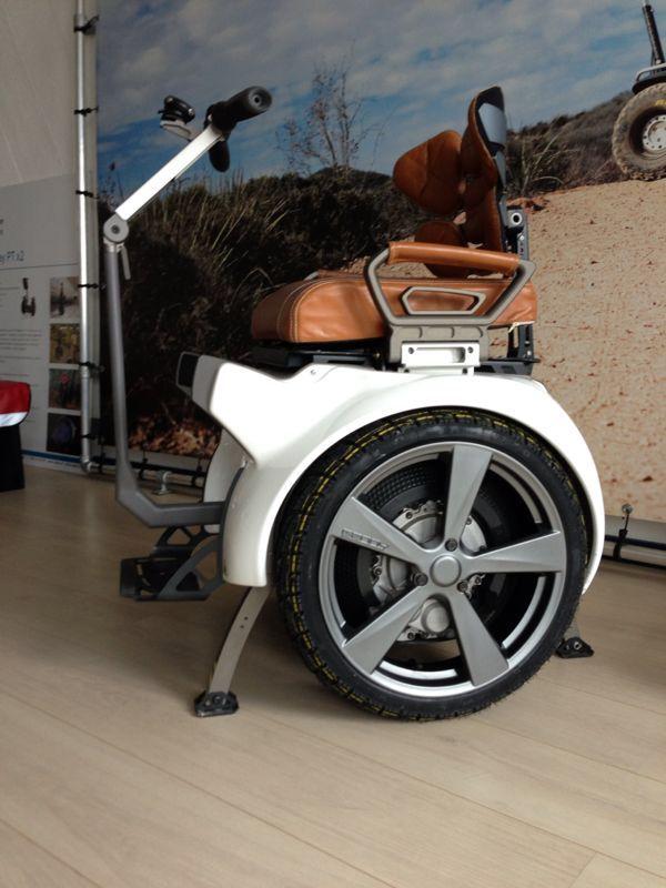 Genny 2 0 Met Aluminium Velgen En Leren Bekleding Avec Images Fauteuil Roulant Bicycle Electrique Fauteuil