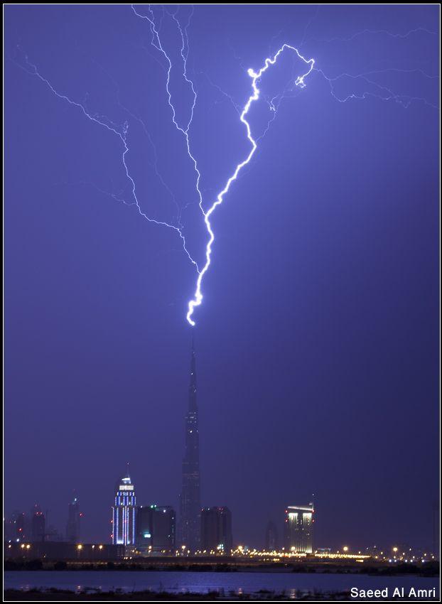البرق الذي ضرب برج خليفة بالصور الفيديو منتديات الرس اكس بي Clouds Outdoor