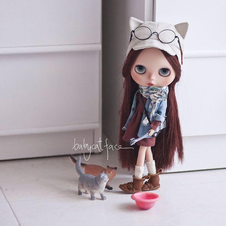 """Have you heard our music? We are awesome!"" •••••••••• ""¿Has oído nuestra música? Somos flipantes!"" . #babycatfacedollies #blythe #blythedoll #blythedolls #blythestagram #customdoll #customblythe #customblythedoll #doll #dollstagram #dollphotography #instadoll #instablythe #toy #takara #toy #toyunion #toyslagram #toyphotography #toyrevolution #toyartistry #tailorgibson #magicalworld #toptoyphotos #goodmorning #morning #guitar #cats #babycatfacecatcap"