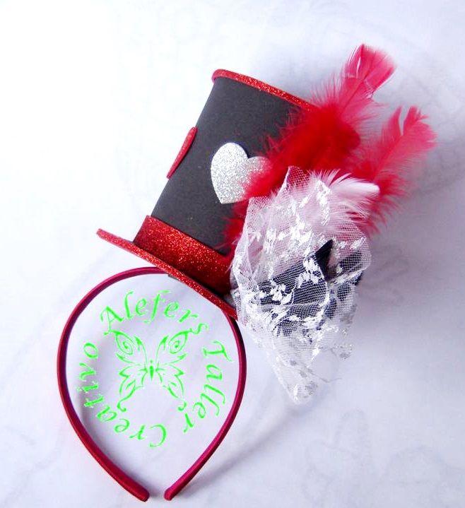 Sombrero de copa en cintillo (reina de corazones) elaborado en foami para  cotillon de hora loca. c4cbd366dbc