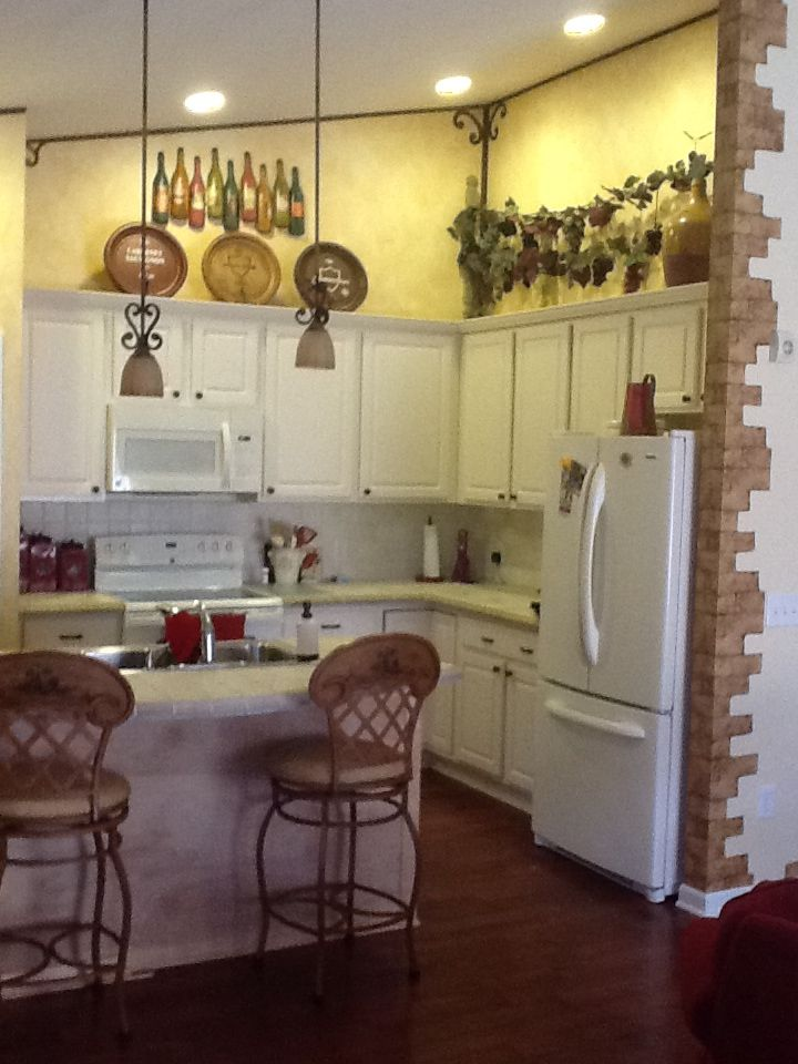 Italian Themed Kitchen By Sue Stevenson Kitchen Decor Bistro